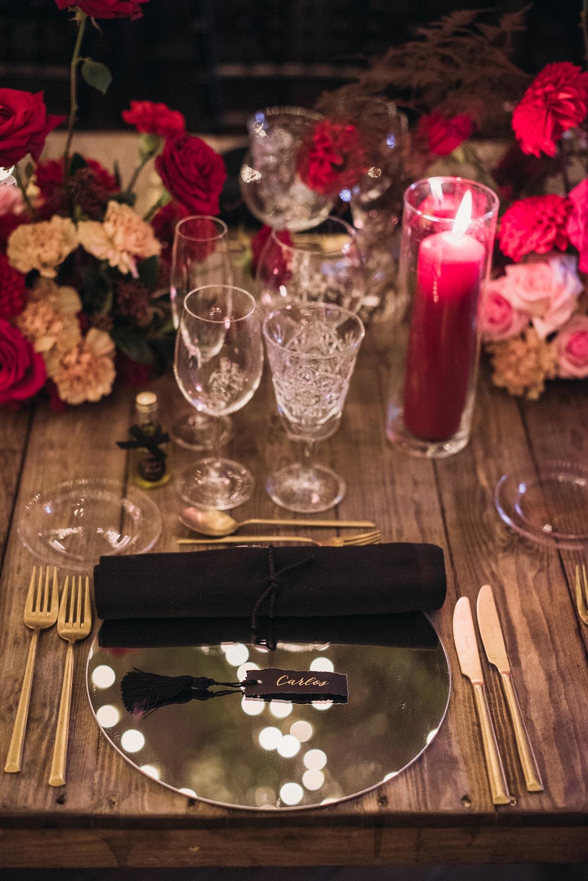 Boda de noche llena de luces | iluminacion set de mesa | Bodas de Cuento