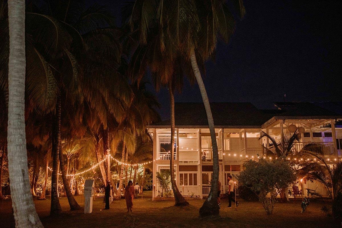 Boda en una isla de Colombia. Luau Party | Bodas de Cuento