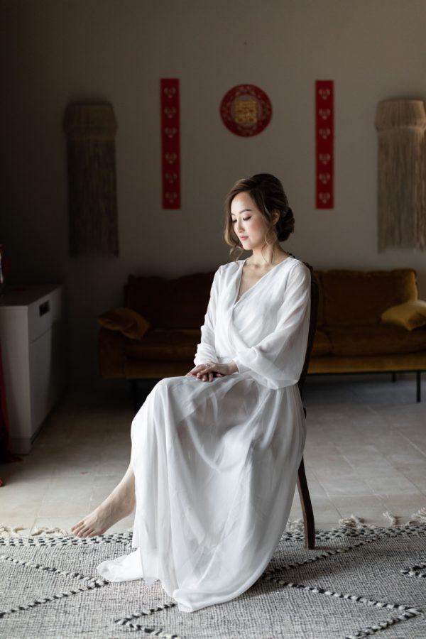 Novia preparándose kimono Chinesse bride
