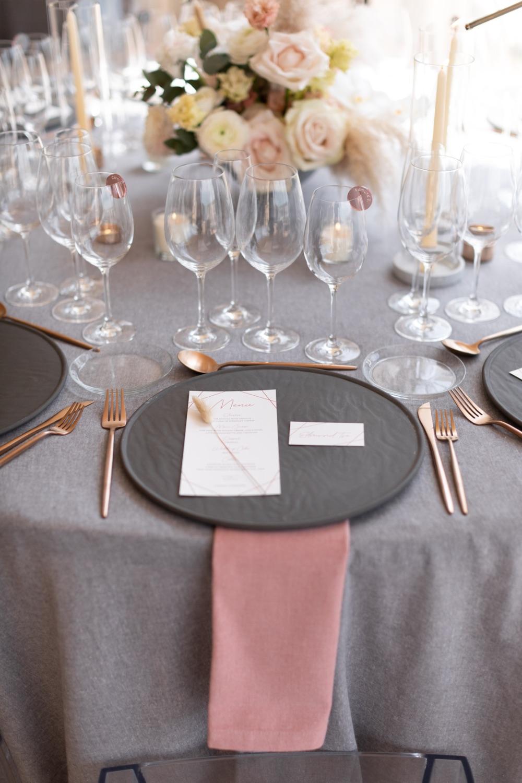 Set de mesa gris y rosa rose and grey