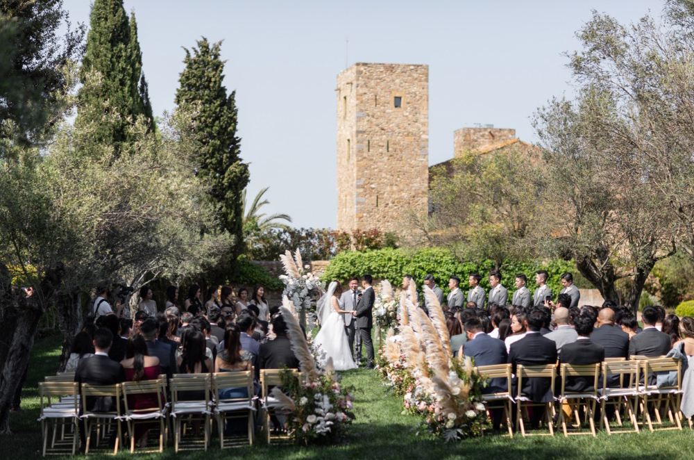 Destination Wedding en un Castillo en la Costa Brava Garden ceremony