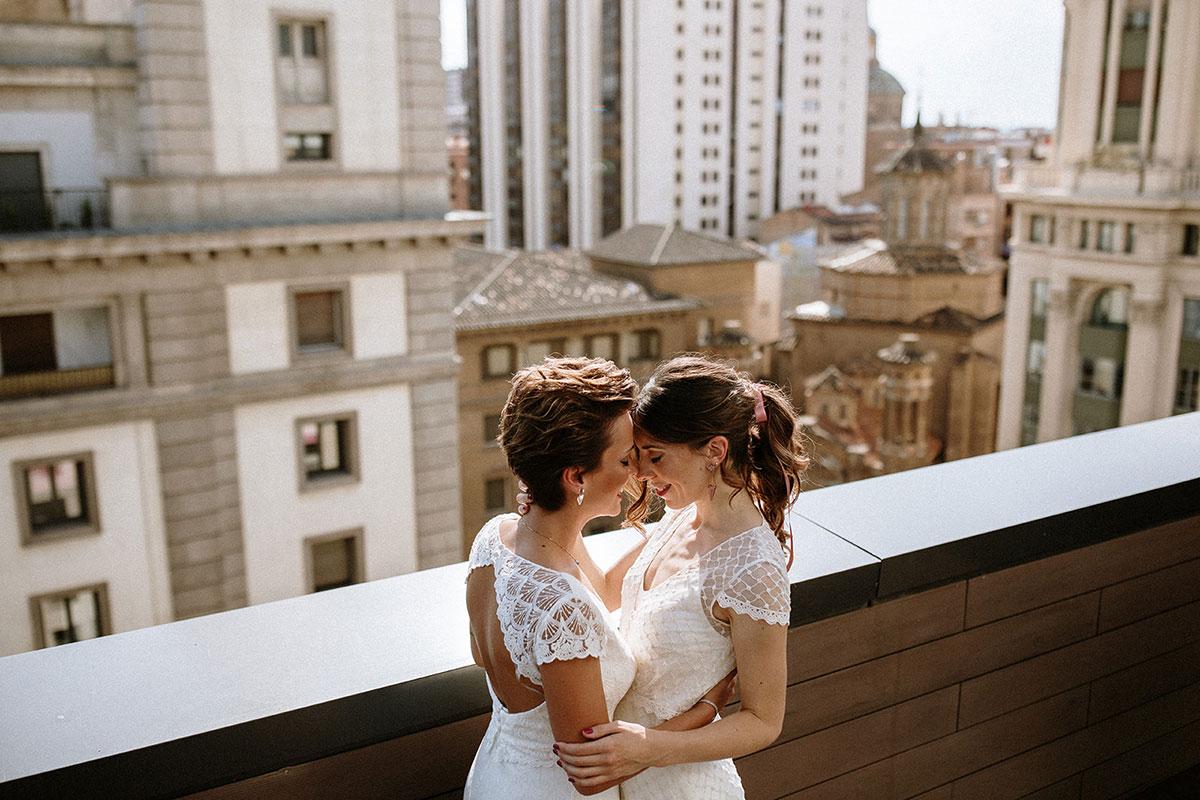 fotografía de bodas dos novias terraza rascacielos boda urbana LGTB boho chic