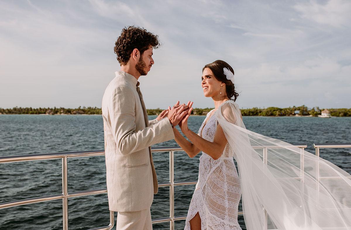 first look novios en un barco