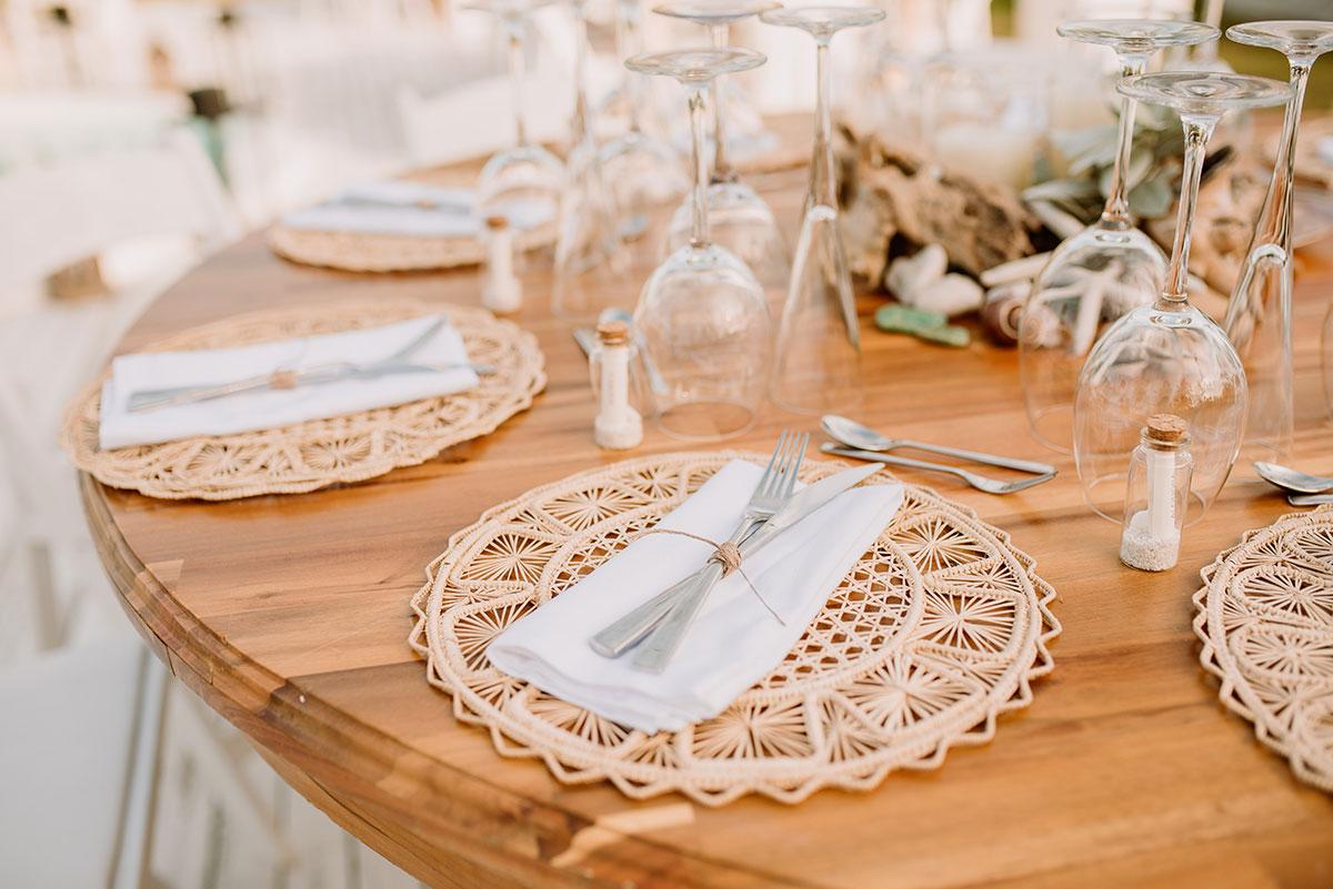set de mesa con bajo latos de mimbre